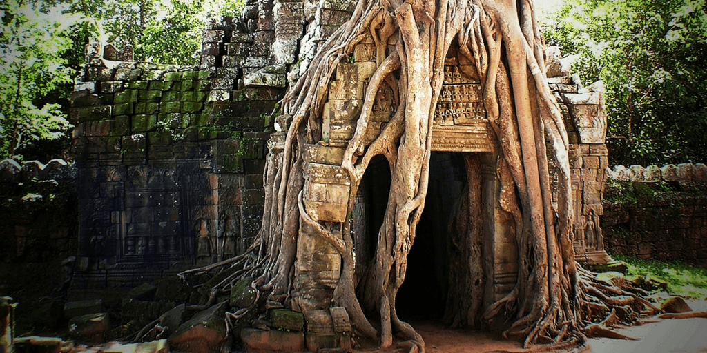 See the ruins of the cambodian khmer empire