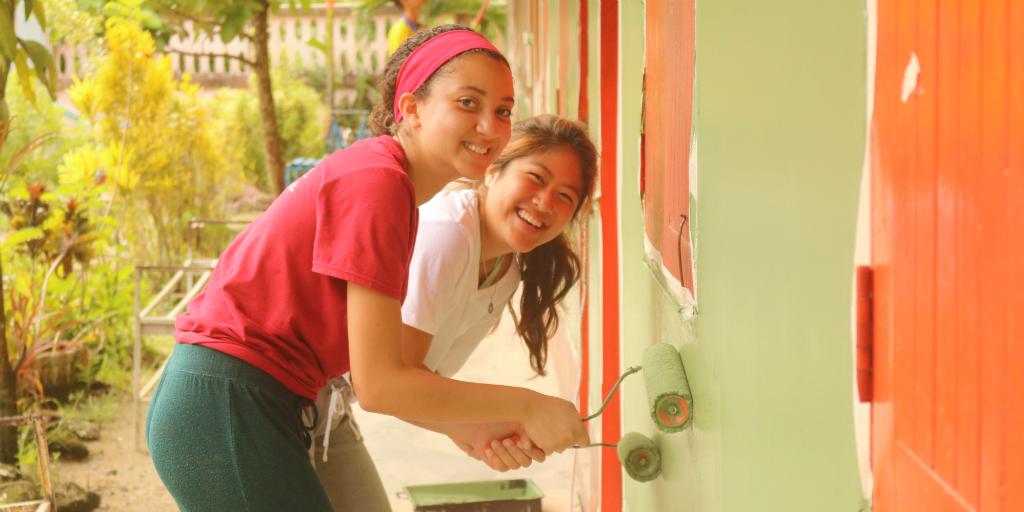 Teen volunteer in Thailand