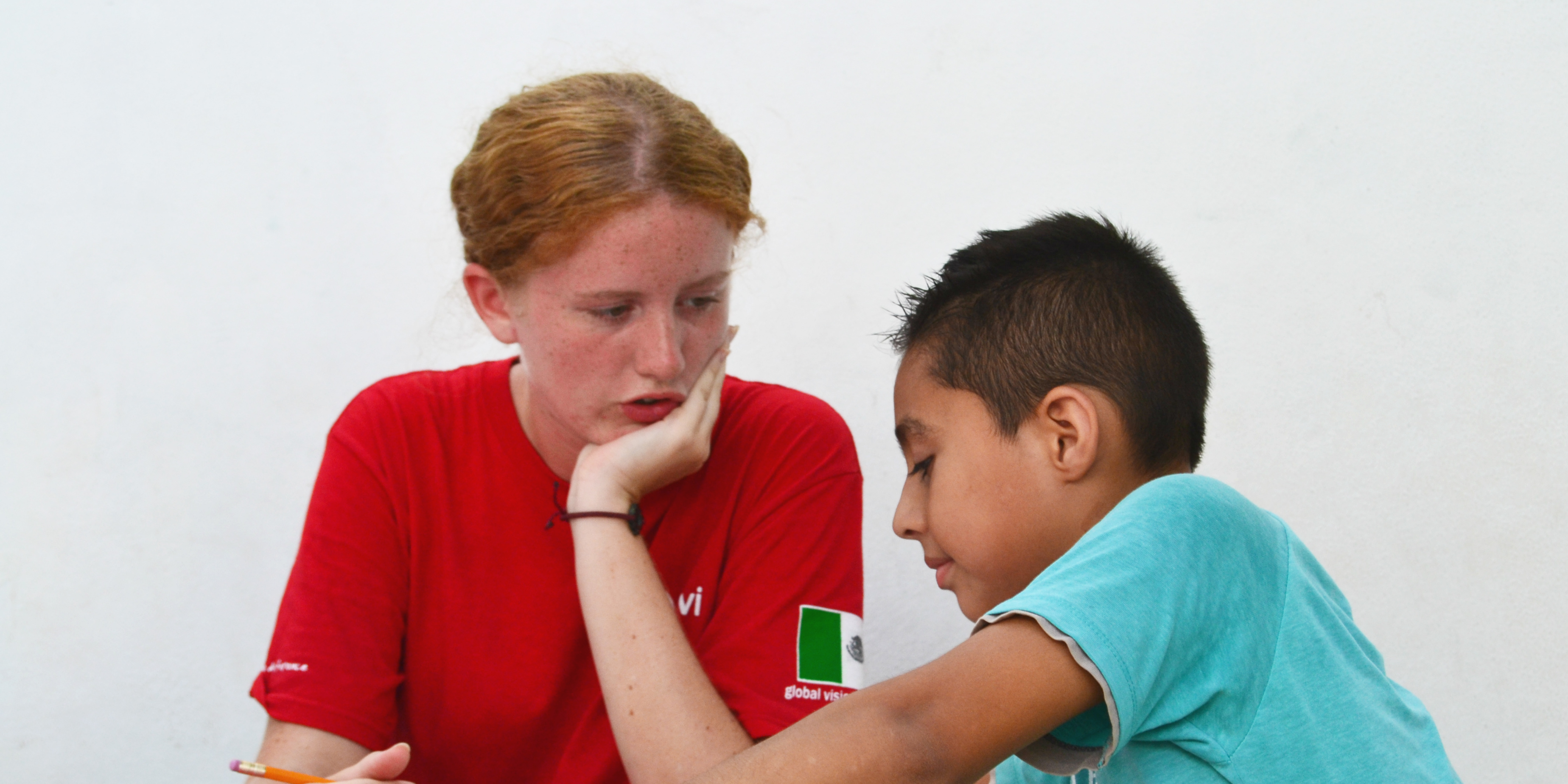A teaching English as a foreign language (TEFL) participant mentors a student in Puerto Morelos, Mexico.