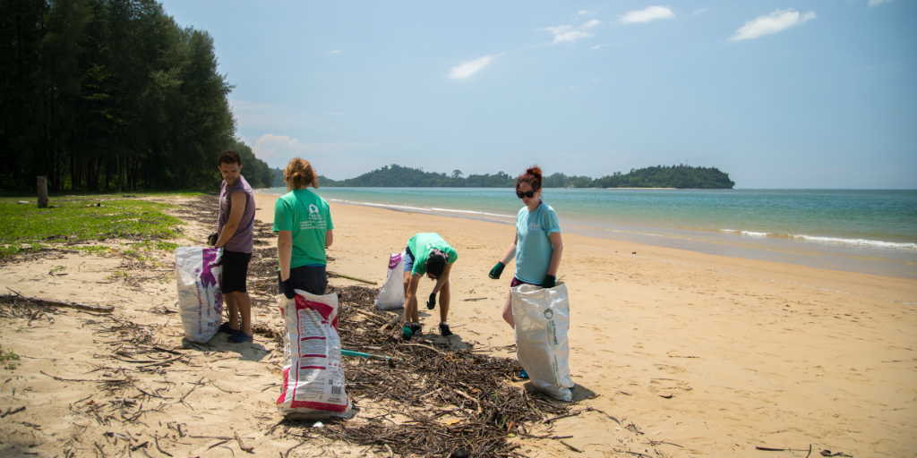 Volunteers in Thailand making an impact through the reduction of pollution along the beaches