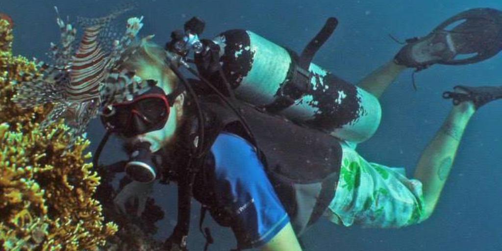 Volunteer Padcraig diving in Fiji